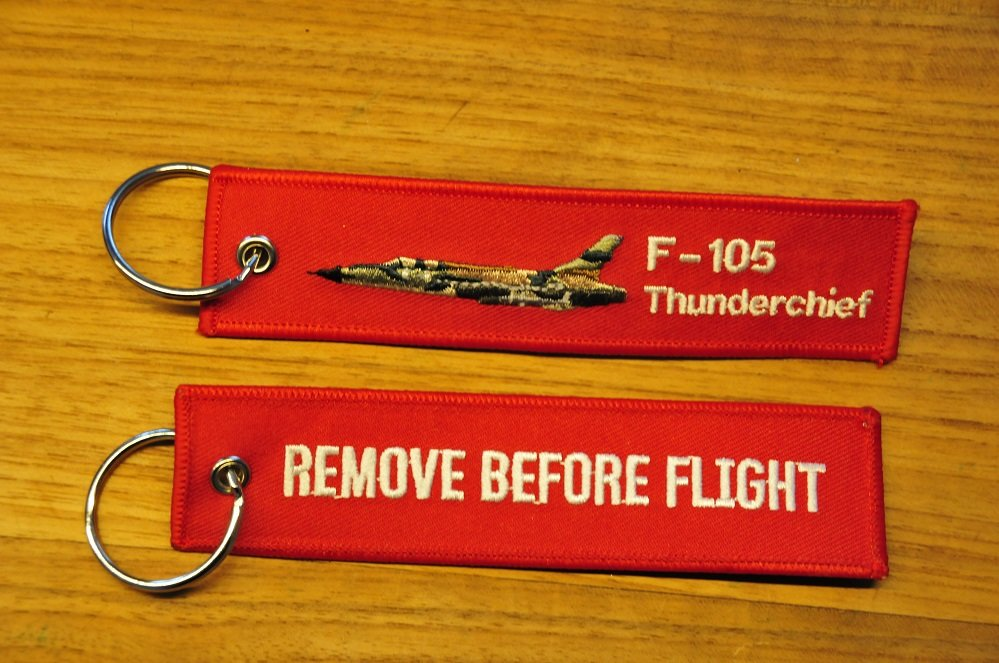 F-105 Thunderchief keyring keychain bagagelabel Remove Before Flight