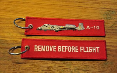 A-10 Thunderbolt keyring keychain bagagelabel Remove Before Flight