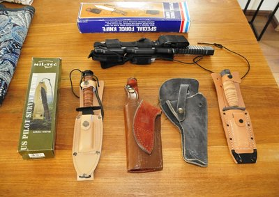 set Survival knifes & leather holders